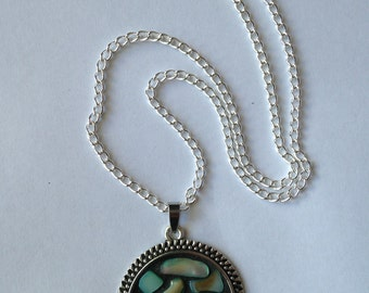 "Mosaic Shell Pendant Necklace 30mm Round with 19"" Chain"