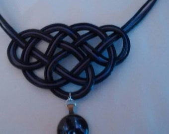 Celtic knot necklace with pendant game