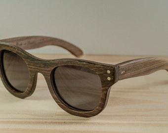 Wood sunglasses model New York brown, Brown sunglasses, Polarized lenses, Wooden Wayfarer sunglasses, Customizable