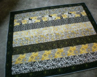 Black and Yellow throw