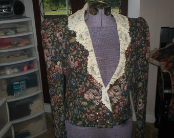 Tapastry Jacket with lace collar