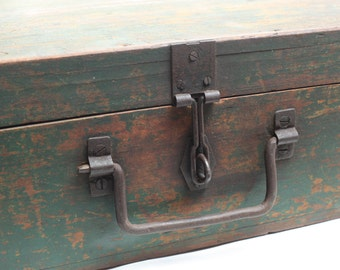 Briefcase in solid color green years ' 20-Beautiful wood suitcase made in Italy from ' 20 handle in wrought iron made