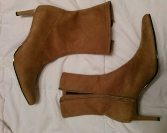 Ladies suede boots size 9