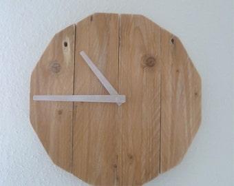 Handmade wooden clock (pallet wood)