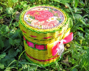 Wicker paper vine round basket with cover