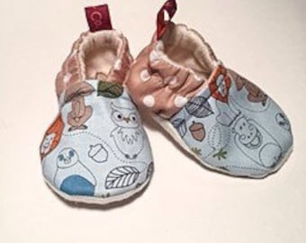 Baby booties // Baby crib shoes // Animals