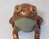 Metallic bronze Frog: figurine collectible