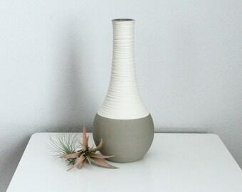 Groove Vase in Matte Grey