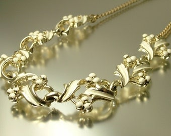 Vintage 1950s /60s gold tone and cream paint work, berry leaf costume necklace - jewelry jewellery