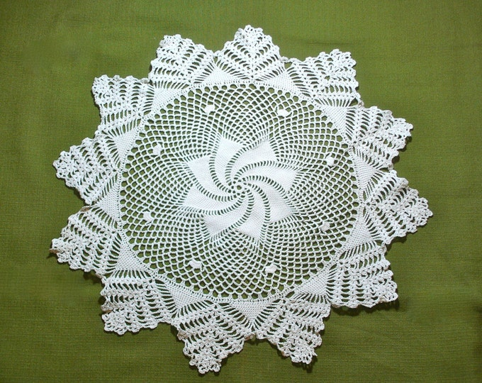 Large Pinwheel Design Vintage Crocheted Lace Doily 18 inch
