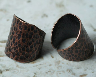 Hand hammered antique copper adjustable ring, one piece (item ID HN00015ACK)