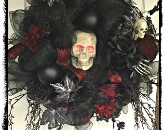 Halloween Wreath, Skull Wreath, Deco Mesh Halloween, Black and Red, Deco Mesh Wreath