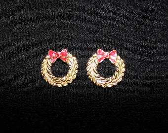 1980s Little Golden Wreaths Pierced Earrings