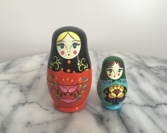 Cute Vintage Set of Nesting Dolls.