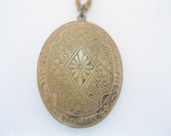 Antique victorian ornate locket