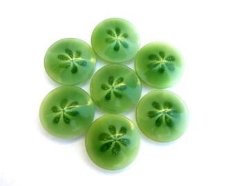 6 Vintage buttons floral design plastic 17mm, green