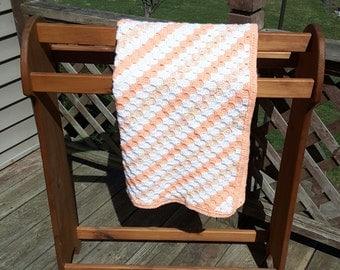 Baby blanket C2C orange, white and variegated