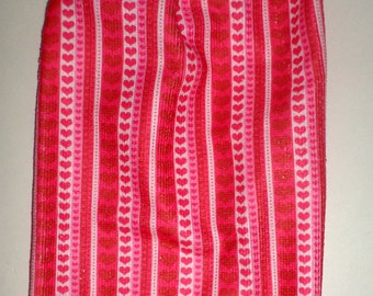 Hanging Valentines Day Towel - Crochet Top Towel - Hanging Dish Towel - Valentine Decor - Tea Towel - Kitchen Dish Towel - Microfiber Towel