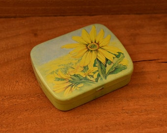 Small Metal Vintage Hinged Decorative Tin Pill Box, Collectible Vintage Pill Box,1pc