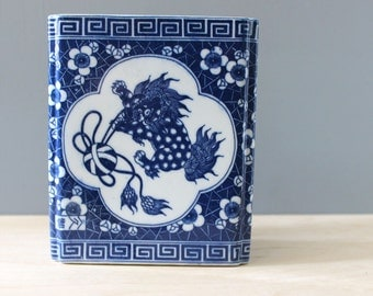 Foo Dog. Vintage Asian cannister, blue and white potter.