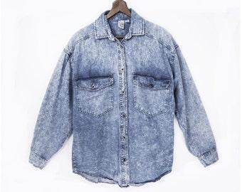 80's faded ACID WASH denim shirt // boyfriend pocket shirt // chambray blue // women's M