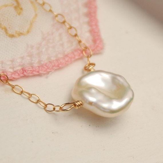 Keshi Pearl Necklace, Single Pearl, Bridal Necklace, Bridesmaid Necklace, Keshi Pearl in 14K Gold Filled, Small Natural Pearl Necklace
