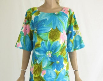Vintage 60's Hawaiian Print Maxi Dress. Size Small