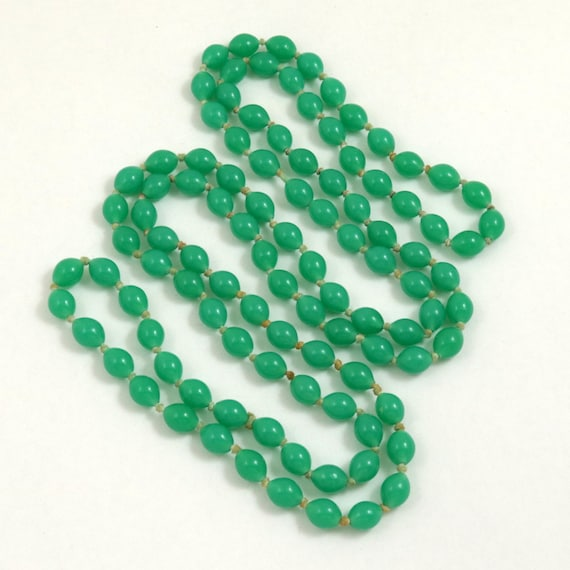 Vintage Art Deco Green Glass Bead Flapper Knotted Necklace