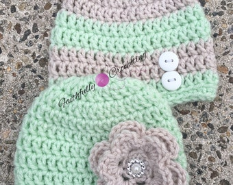 Newborn twin hats.. Boy girl twins.. Photography prop... Sage and linen hats... Twin prop