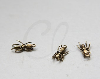 2 Pieces Antique Brass Charm - Bug 14x6mm (8688Z-N-16)