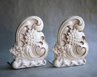 Vintage Syroco Bookends Zinnia or Chrysanthemum Flowers with Wave Details Library Decor Floral Design Wood Composite Cottage White Decor
