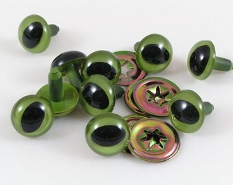 15mm Toy Cat Safety eyes, Green cats eyes with washers available in packs of 10, 50 or 100 eyes and washers