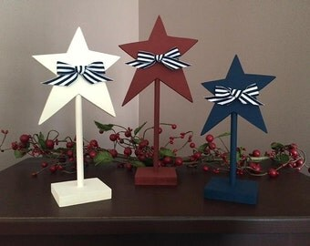 Pedestal stars, set of 3