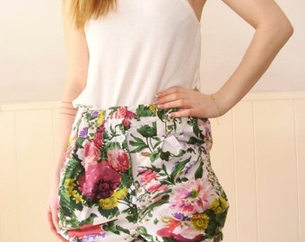 extra 30% off SALE ... Bright White Floral Cotton Tulip Petal Blouson High Waist Shorts - Vintage 90s -
