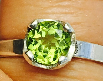Peridot gemstone sterling silver ring, August Happy Birthday Stone, Promise Ring, Engagement Ring, Size 6, Ready to ship