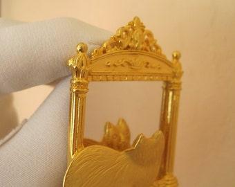 JJ Jonette Jewelry Brooch Cat Kitten Gazing Into Mirror Narcissist Kitty Hat Pin Sash Pin