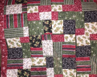 Patchwork quilted Christmas table square