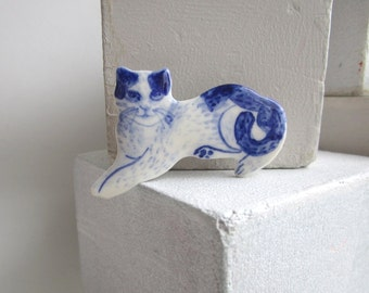 Cat  -  Handpainted Delft porcelain Brooch