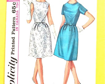 Simplicity 6220  60s Misses' OnePiece Dress V seams in bodice back zipper bell shaped skirt  Vintage Sewing Pattern Bust 36