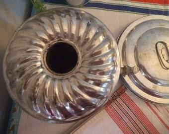 Antique Tin Plum Pudding Mold ~ Steam Mold  ~ Primitive Farmhouse Kitchen ~ Cake Mold ~ Portugal