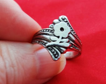 Vintage NOS new old stock silver tone ring in unworn condition, sizes available 8, 8.5, 9