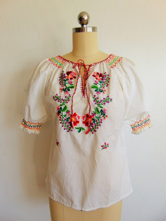 70s BOHO Peasant Style Floral Embroidered Smocked Blouse Size