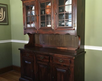 1970s Vintage Dining Room Hutch / Breakfront