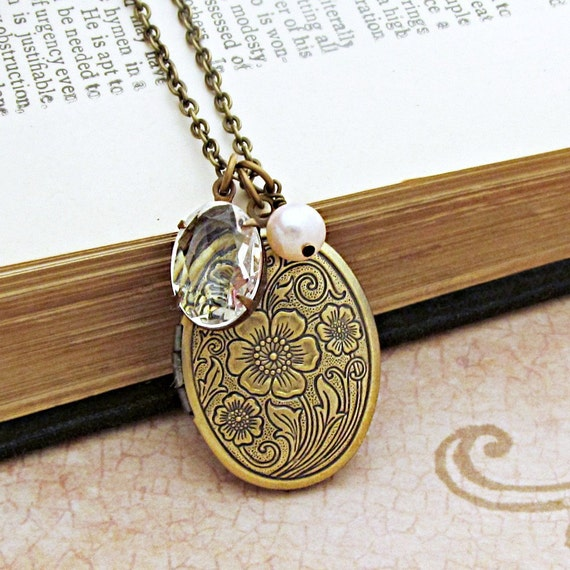 Antique Locket Necklace, Locket Pendant, Charm Necklace, Photo Locket,  Bridesmaid Gift, Personalized Gift, Floral Locket, Oval Locket