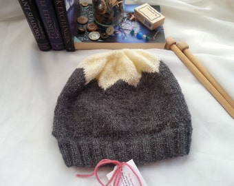 Mountain Blossom Hat in Cream and Grey