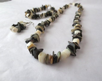 Shell and Mother Of Pearl Necklace, Earring and Bracelet Set
