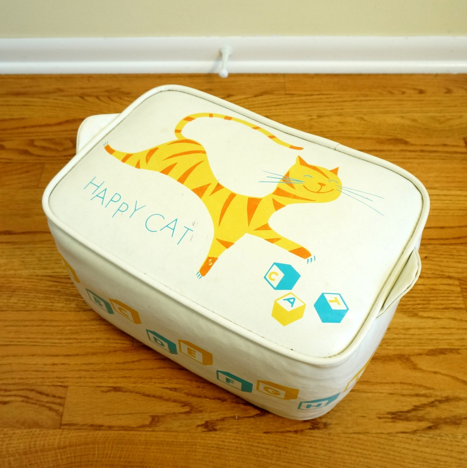 Childs vinyl bench seat 60s happy cat block letters for Furniture 5 letters word whizzle