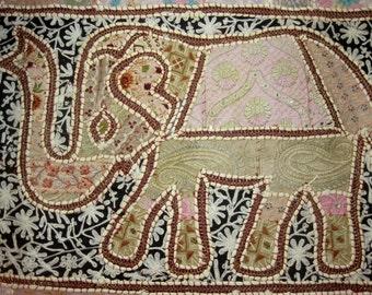 Wandbehang patchwork indischer elefant von mariasingh2 auf - Wandbehang patchwork ...