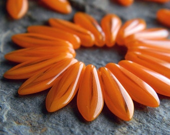 Striped orange dagger beads, Czech glass beads, Long Daggers, 16x5mm, stripped orange  (30 pcs) NEW