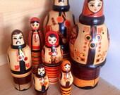 Babushkas - decorative Russian dolls - Wooden statues - family - mother father children - russian Babushkas - wood - handmade - set of 7 -